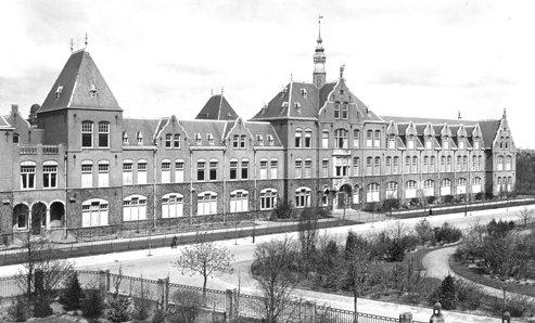 Gebouw aan de Mijnbouwstraat 120. De afdeling Mijnbouw dateert uit 1912.
